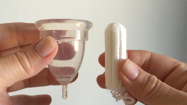 Femmecup onesize-kopp och en supertampong