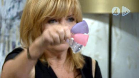 Malou visar våra menskoppar på TV4 Efter tio