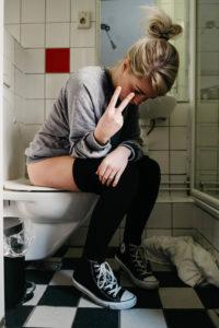Är bajs sista tabu efter mens? Om mensmage
